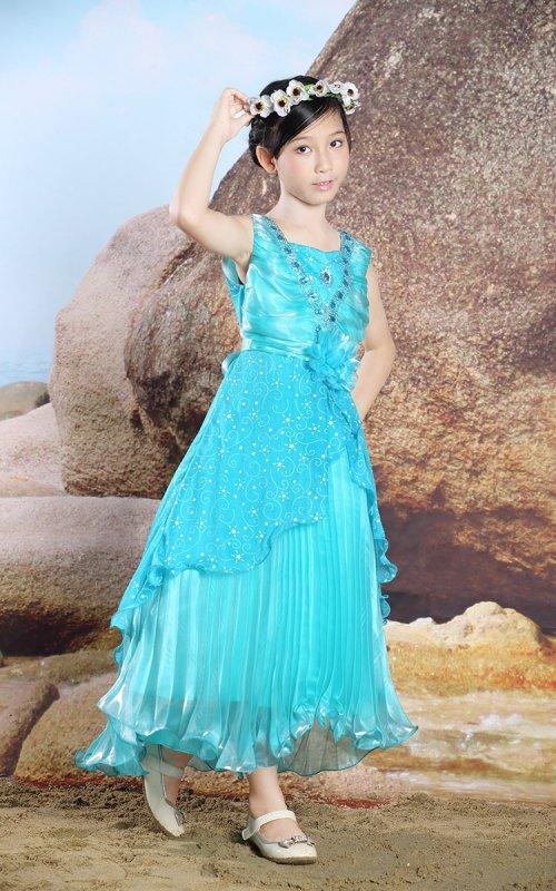 見逃せない1着 珍しいウォーターカラーの子供用ロングドレス