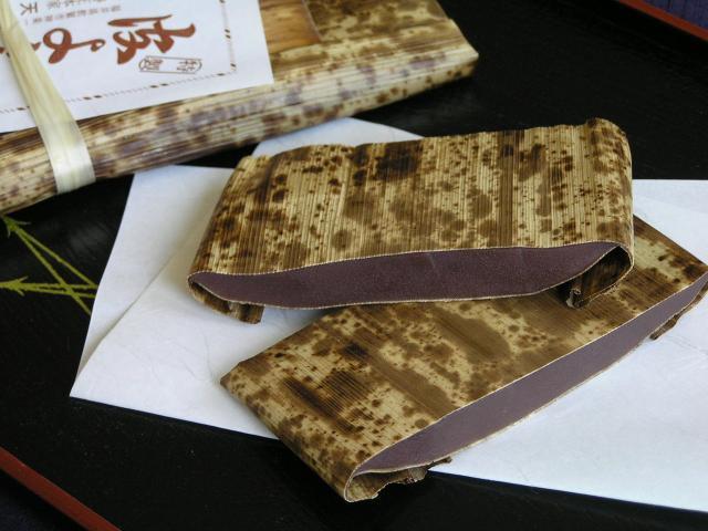 皮ようかん(常温または冷蔵での発送となります。冷凍便の酒万寿と同梱はできません。また4枚までのご注文は送料の安いネコポスも利用できますが常温のみでの発送となります。)