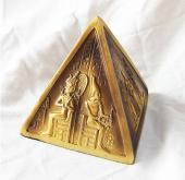 黄金のピラミッド置物【宅急便のみ】