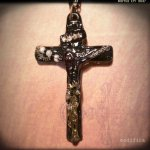 【modifica】CRYSTAL CROSS NECKLACE