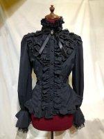 【MARBLE】マーブル ラシカルゴシック調立ち襟カメオブラウス:黒×黒しずく
