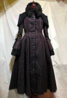 【MARBLE】マーブル デコレーションクロス付きファー衿ケープ+袖あみあげロングフレアコート:ボルドーえんじチェック