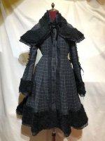 【MARBLE】マーブル ファーケープ付き袖編みあげバッスルコート:チャコールグレーチェック×黒ファー