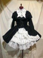 【MARBLE】マーブル アリス風編み上げドレスワンピース:黒×白フリル×白パール