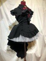 【MARBLE】マーブル ゴシック調エレガンスタイ付きジャケット型ドレープワンピース:黒×えんじタイ