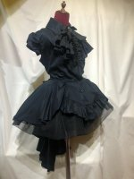 【MARBLE】マーブル ゴシック調エレガンスタイ付きジャケット型ドレープワンピース:濃紺×黒石アンティークシルバー