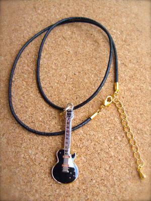 レスポール 黒 ギター  革ひも ネックレス