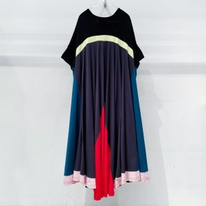 <img class='new_mark_img1' src='https://img.shop-pro.jp/img/new/icons47.gif' style='border:none;display:inline;margin:0px;padding:0px;width:auto;' />bedsidedrama Peacock Dress Tee