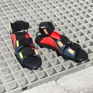 <img class='new_mark_img1' src='https://img.shop-pro.jp/img/new/icons47.gif' style='border:none;display:inline;margin:0px;padding:0px;width:auto;' />bedsidedrama Tropical Leather Sandal