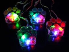 【お買い得】光る 肉球ペンダント 【単価¥21】36入