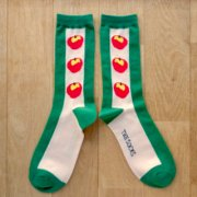 <img class='new_mark_img1' src='https://img.shop-pro.jp/img/new/icons13.gif' style='border:none;display:inline;margin:0px;padding:0px;width:auto;' />MONDE THE SOCKS・FRUITS/アップル