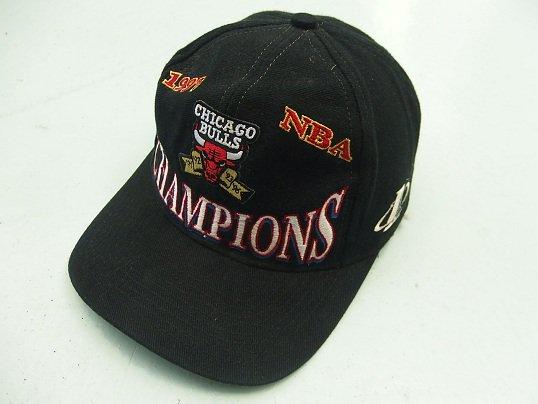"""NBA OFFICIAL LICENSE"" 1997  NBA CHAMPION SNAPBACK CAP (CHICAGO BULLS)"