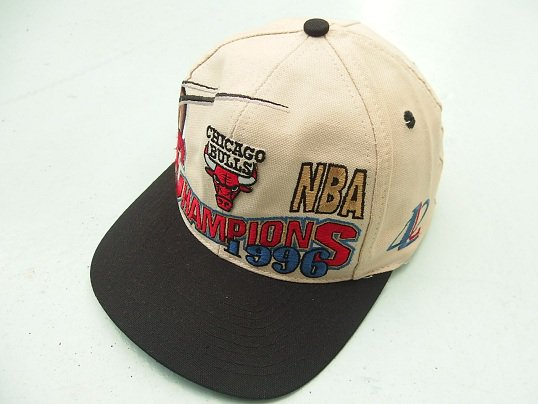 """NBA OFFICIAL LICENSE"" 1996  NBA CHAMPION SNAPBACK CAP (CHICAGO BULLS)"