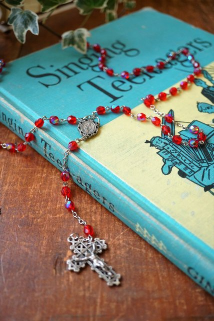 ITALY VINTAGE★RED AURORA GLASS BEADS ROSARY(イタリア製/ヴィンテージロザリオ)【送料80円/メール便】