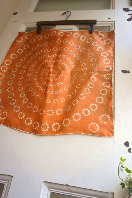 "USA VINTAGE《CARAMEL BROWN×WHITE》""RING of LILY"" SILK SCARF (すずらん/シルクスカーフ)【送料80円】"