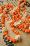 USA VINTAGE《SALMON ORANGE×WHITE》OLD PLASTIC  NOSTALGIC FLOWER NECKLACE 【送料80円/メール便】