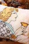 USA VINTAGE《クラシカルレディ☆》手刺繍1点物のヴィンテージクッション(アンティーク)