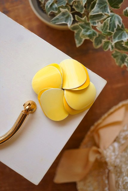 USA VINTAGE《YELLOW GRADATION☆★》CIRCLE PETAL DOME FLOWER BROOCH【送料80円/メール便】