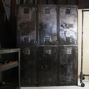 WW2 US MILITARY METAL LOCKER
