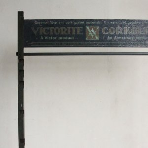 ANTIQUE VICTORITE CORKOLIN RACK