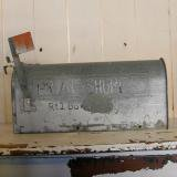 【SOLD】old us mail box