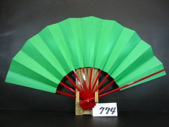 A774 舞扇子 赤骨 草地