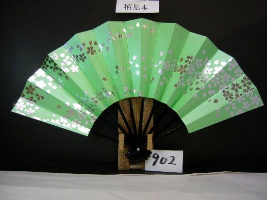 A902 舞扇子 銀箔桜 薄草色シルバー地