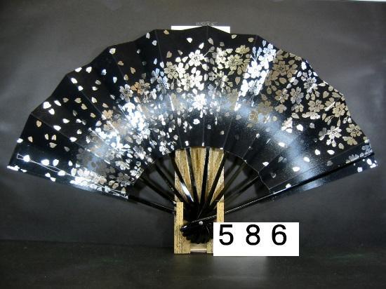 A586 舞扇子 銀箔桜 白ピース 黒地