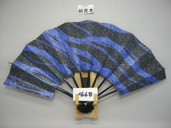 A1668 舞扇子 黒花かすみ 銀砂子 青地