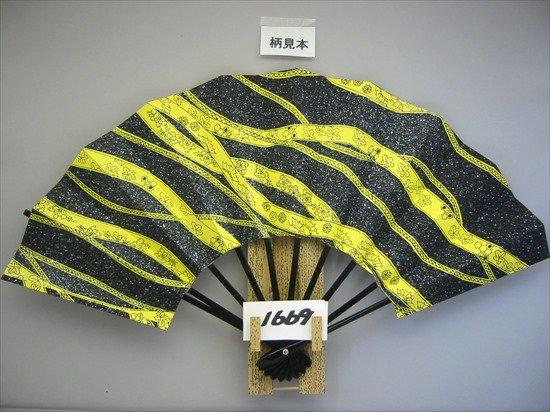 A1669 舞扇子 黒花かすみ 銀砂子 黄色地