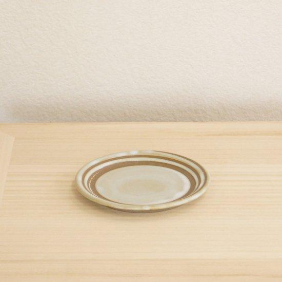 皿 乳白釉