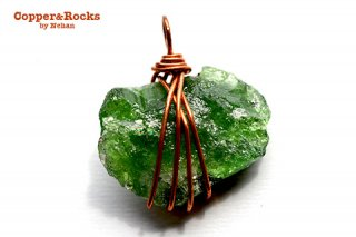 <img class='new_mark_img1' src='https://img.shop-pro.jp/img/new/icons50.gif' style='border:none;display:inline;margin:0px;padding:0px;width:auto;' />【Copper&Rocks by Nehan】ツァボライト(グリーンガーネット)・コッパーワイヤーPT 約6g(タンザニア産)