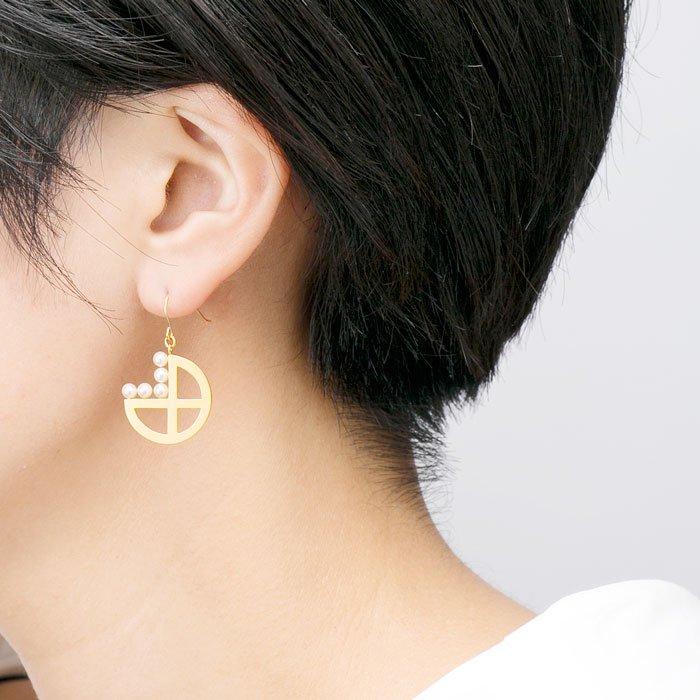 5 Pearls on Metal Plate Hooks -Hoop(パールと丸いメタルプレートのピアス)