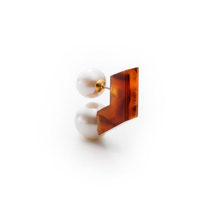 Double Pearl Acrylic Post-Tortoiseshell(大粒パールとアクリルキャッチのピアス-べっ甲)