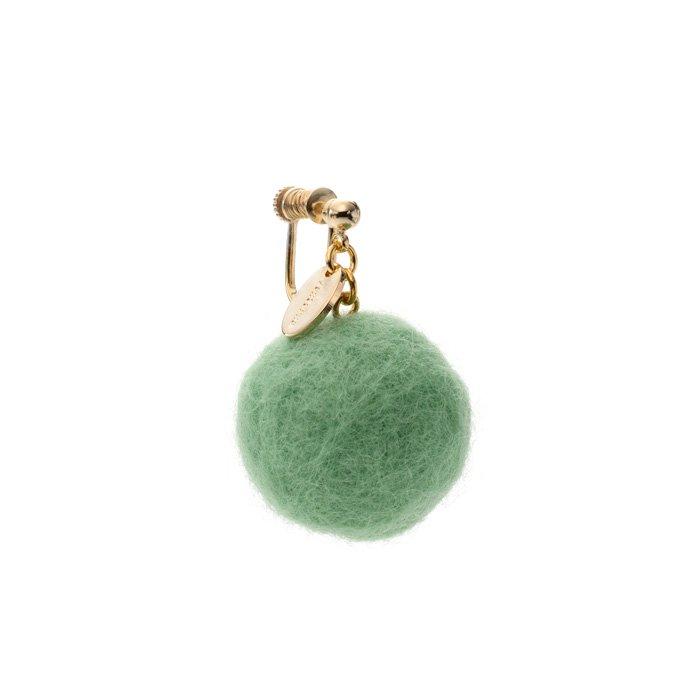 フェルトボールのイヤリング エメラルドグリーン