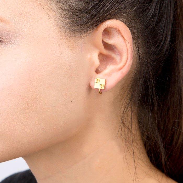 Square Earrings(彫刻を施した四角形モチーフのイヤリング)