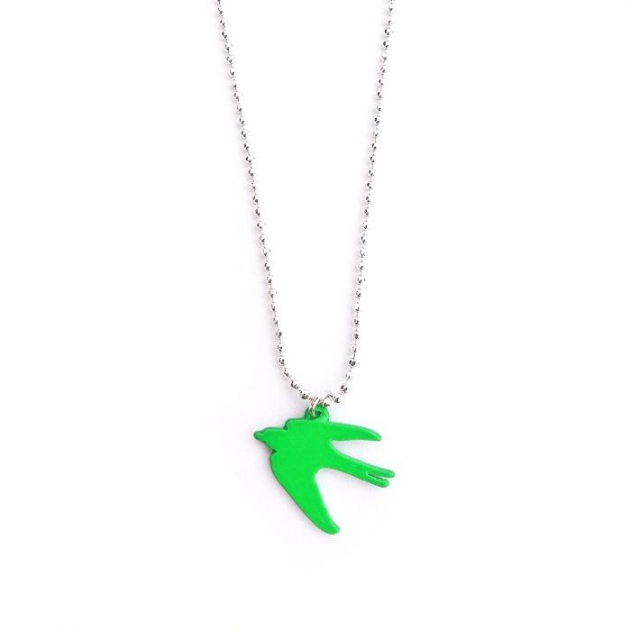 カラフルなツバメのネックレス