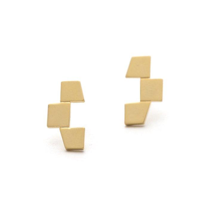 幾何学的な台形モチーフのピアス