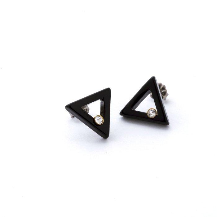 三角形のアクリルにスワロフスキーが1石入ったピアス