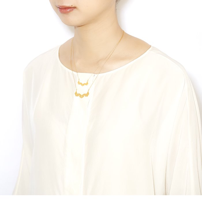 Geometric Pattern Necklace - Triangle With 1 Stone(幾何学パターン ネックレス - スワロフスキー トライアングル)
