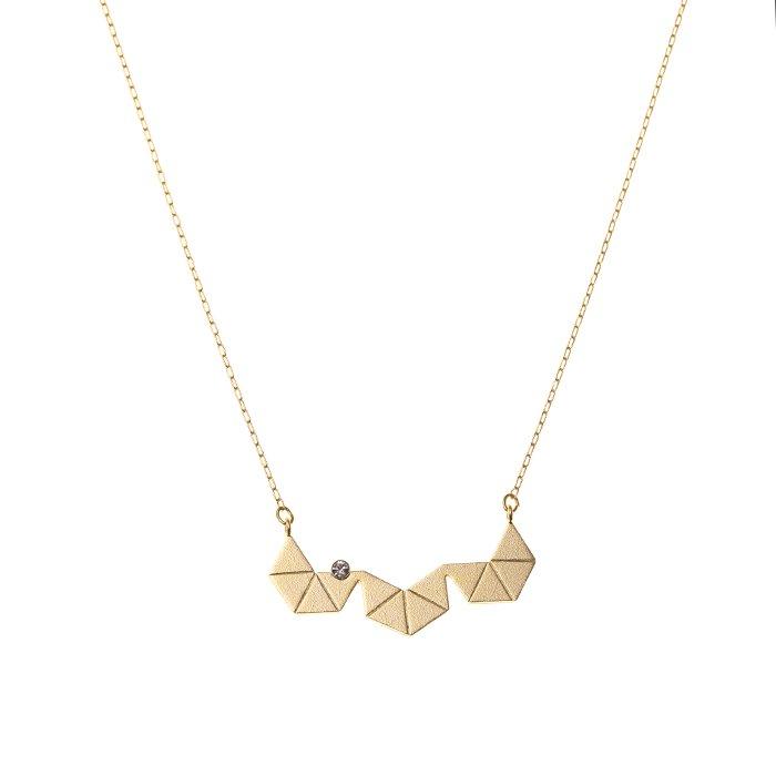 三角形を組み合わせたデザインのネックレス