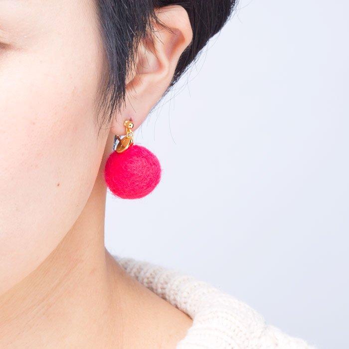 Felt Ball Hook - Pink (フェルトボールピアス - ピンク)