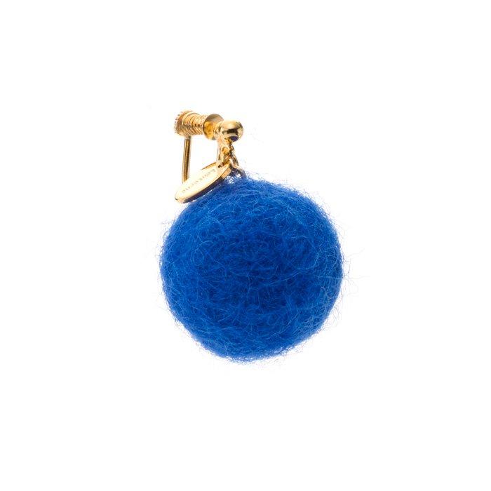 フェルトボールのイヤリング 青