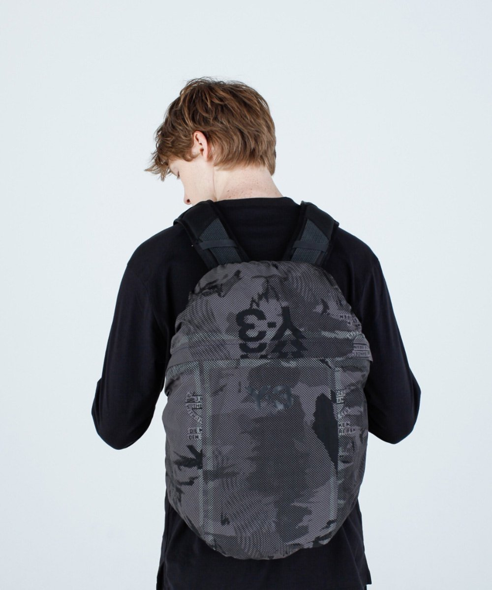 <img class='new_mark_img1' src='https://img.shop-pro.jp/img/new/icons5.gif' style='border:none;display:inline;margin:0px;padding:0px;width:auto;' />Y-3 CLASSIC BACKPACK / ブラック [GK3125]