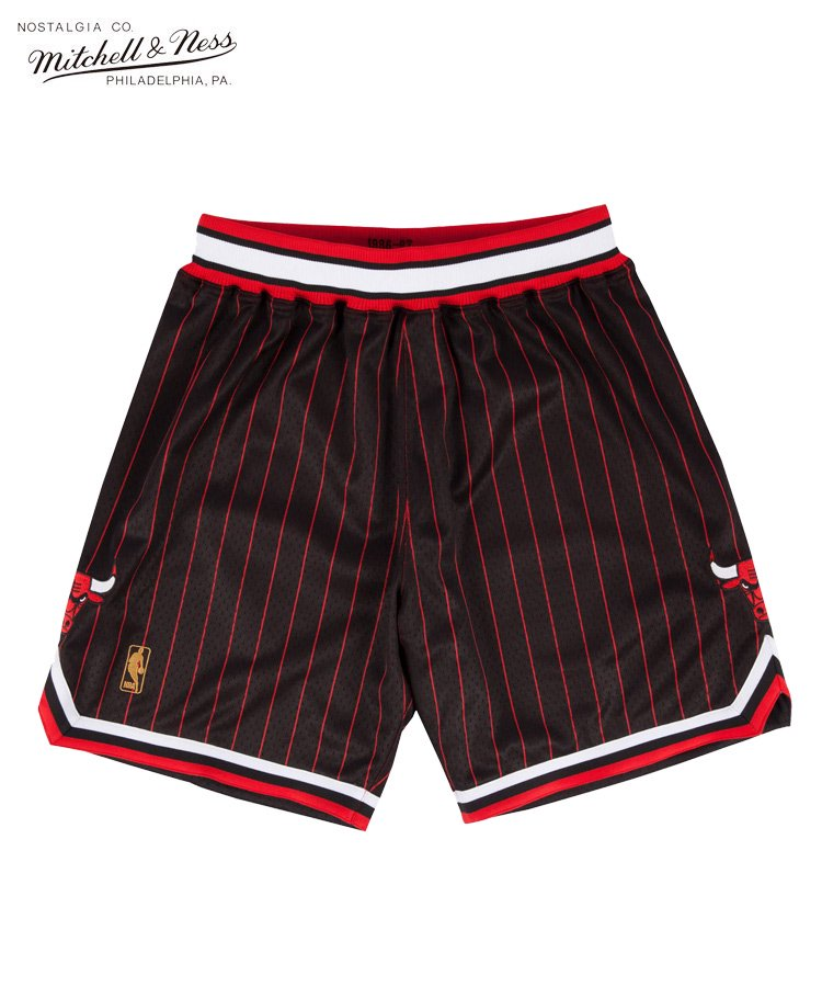 Authentic Shorts : Chicago Bulls Alternate 1996-97 / ブラック [ASHRGS18112-CBUBLCK96]