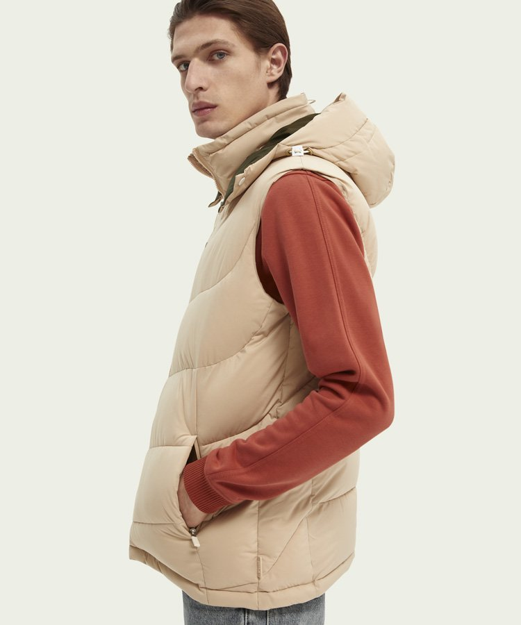 <img class='new_mark_img1' src='https://img.shop-pro.jp/img/new/icons5.gif' style='border:none;display:inline;margin:0px;padding:0px;width:auto;' />Quilted hooded bodywarmer / サンド [292-42600]