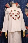 VINTAGE FLOWER EMBROIDERED TUNIC TOPS (WHT/W.RED/GRN)