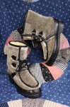 <img class='new_mark_img1' src='https://img.shop-pro.jp/img/new/icons43.gif' style='border:none;display:inline;margin:0px;padding:0px;width:auto;' />70'S FAKE SEAL FUR LACE UP ESKIMO BOOTS (GRY/BLK)