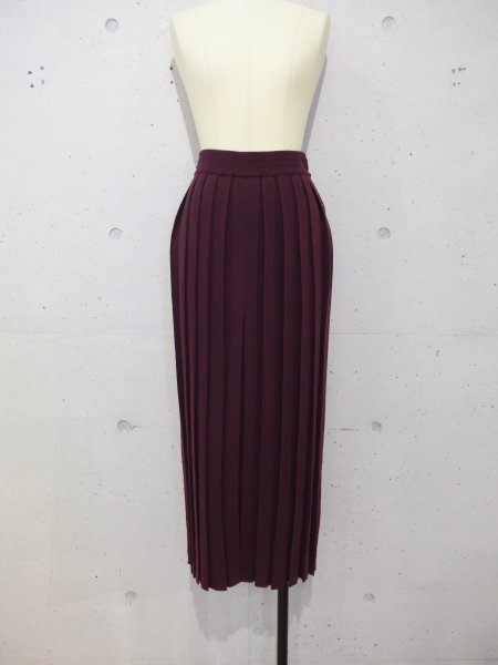 TAN  PLEATS SKIRT COL.BURGUNDY
