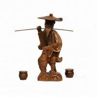 木彫・置物・釣りをする老人